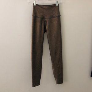 Beyond yoga gold hi waist 7/8 length legging sz xs